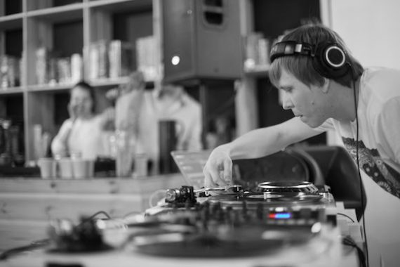 IVAN LATYSHEV dance music blog deep house